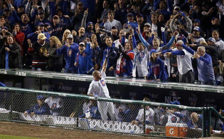 El lanzador relevista Travis Wood(foto) conectó tremendo cuadrangular para darle el segundo triunfo a los Cubs. (Charles Rex Arbogast/AP)