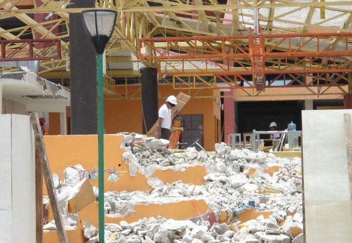 La empresa constructora encargada de los trabajos de remodelación del centro de hospedaje, atribuye el atraso, de aproximadamente cinco semanas, a la falta de permisos y condiciones climatológicas. (Irving Canul/SIPSE)