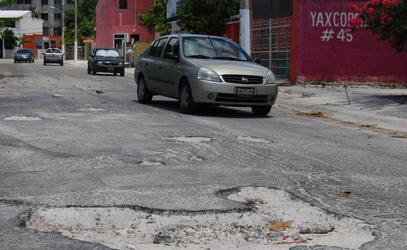 Repararán las calles que fueron afectadas por las pasadas lluvias. (Tomás Álvarez/SIPSE)