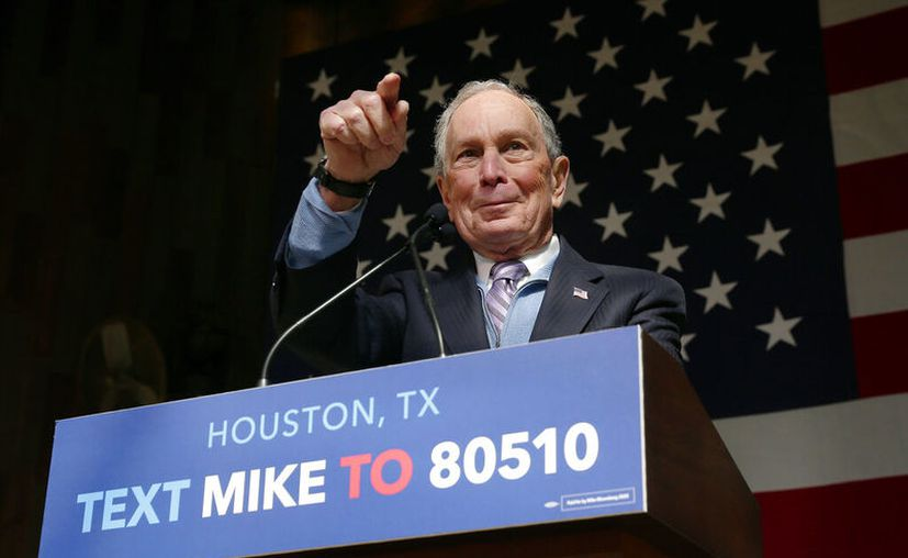 El ex alcalde de la ciudad de Nueva York, Mike Bloomberg, habla durante un evento de campaña en el restaurante The Rustic, en Houston. (Foto AP / Michael Wyke)