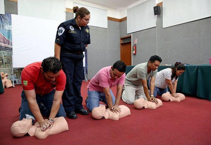 Los cursos de primeros auxilios tiene como objetivo principal que los funcionarios obtengan los conocimientos básicos en la materia. (Milenio Novedades)