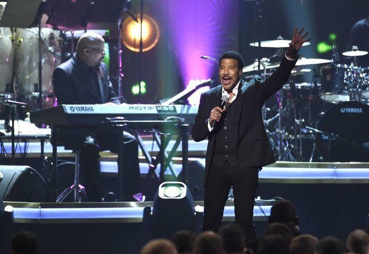 El músico y compositor Lionel Richie recibió el galardón Persona del Año. (AP)