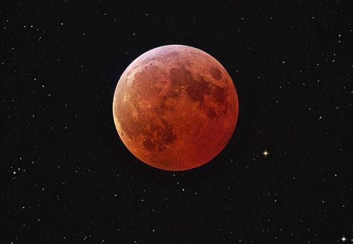 El primer eclipse del año podrá observarse mejor a las 6:00 de la mañana de hoy. (Excélsior)