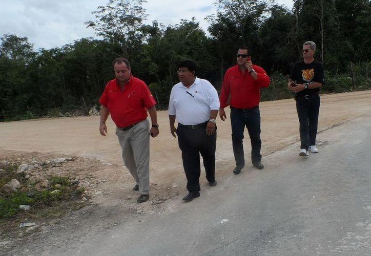 Junto al director del Sistema DIF Quintana Roo, Jesús Rodríguez Herrera, directivos de SINTRA revisaron también detalles finales del Centro Integral de Primera Infancia (CIPI). (Cortesía/SIPSE)