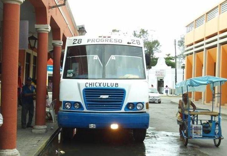 Usuarios de la ruta Progreso-Chicxulub denuncian graves irregularidades de los choferes. (Óscar Pérez/SIPSE)