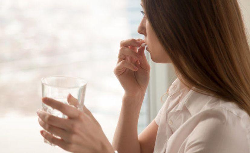 Las pastillas con demasiado hierro (es el caso de las vitaminas prenatales) o los propios suplementos de hierro pueden provocar náuseas. (Foto: FIZKES VIA GETTY IMAGES)