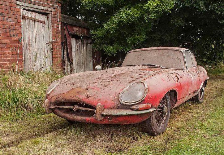 El auto fue localizado por la policía 20 años después del olvido del dueño. (Foto: Carros)