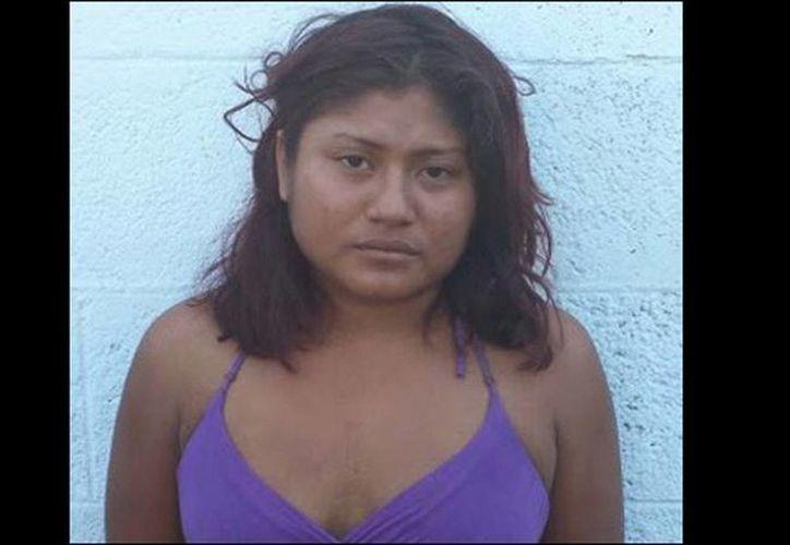 La mujer que aparece en un video cuando es torturada por elementos del Ejército y de la Policía Federal fue identificada como Elvira Santibáñez Margarito, apodada 'La Pala'. (radiofórmula.com.mx)