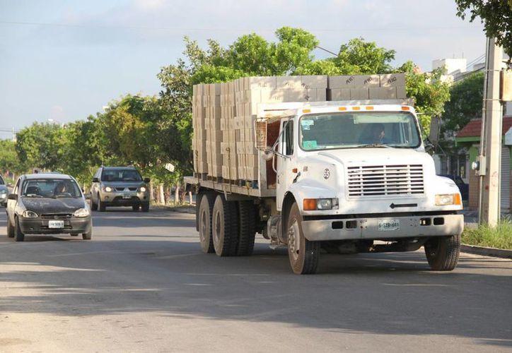 La Secretaría de Comunicaciones y Transportes tratará de evitar sobrecargas. (Consuelo Javier/SIPSE)