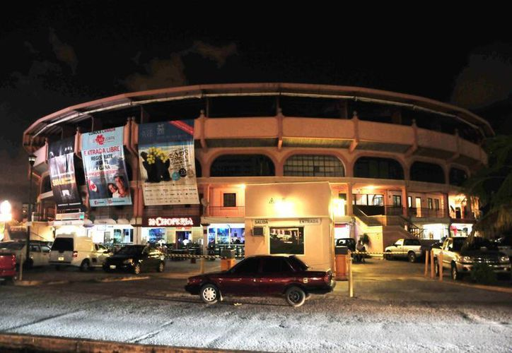 Una persona  herida de gravedad fue reportada ayer luego de tiroteo registrado en las inmediaciones de la Plaza de Toros de Cancún. (Cortesía)