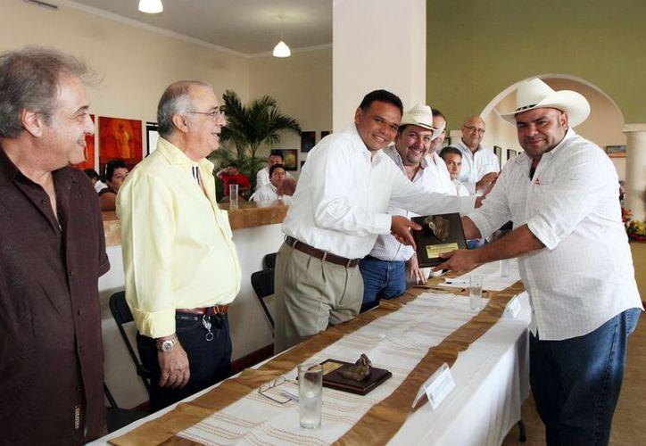El Gobernador presidió la premiación de la Primera Feria Internacional de Ganado Beef Master. (Milenio)