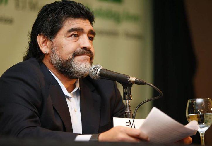 El exfutbolista Diego Maradona demandará en EU y en Argentina a su exesposa Claudia Villafañe por fraude. (EFE)