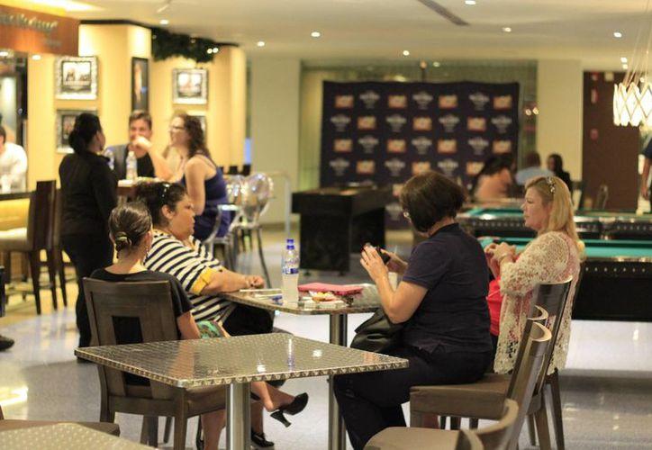 Inicia el incremento de turistas en las plazas de la zona hotelera. (Sergio Orozco/SIPSE)