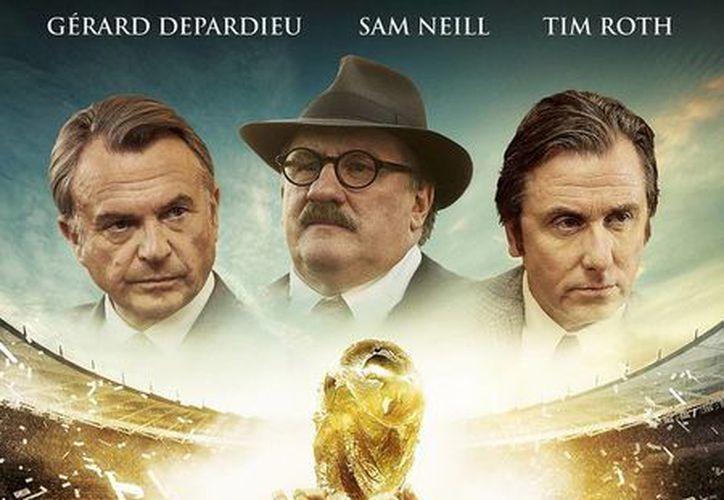 Pese a que el reparto incluye a Tim Roth y a Gerard Depardieu, el filme United Passion sobre la historia de la FIFA ha tenido una pésima acogida en cines de EU. (thelowdownunder.com)