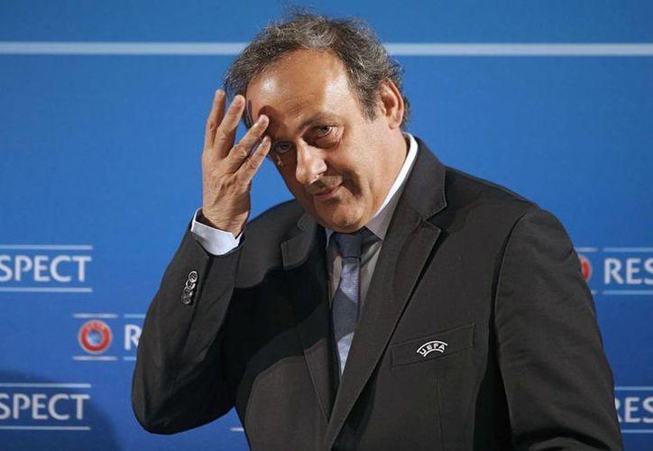 """En declaraciones al diario alemán """"Welt am Sonntag"""", Michel Platini dejó en claro que fue su decisión votar por Qatar, y reiteró su deseo de que se realice en invierno. (AP)"""