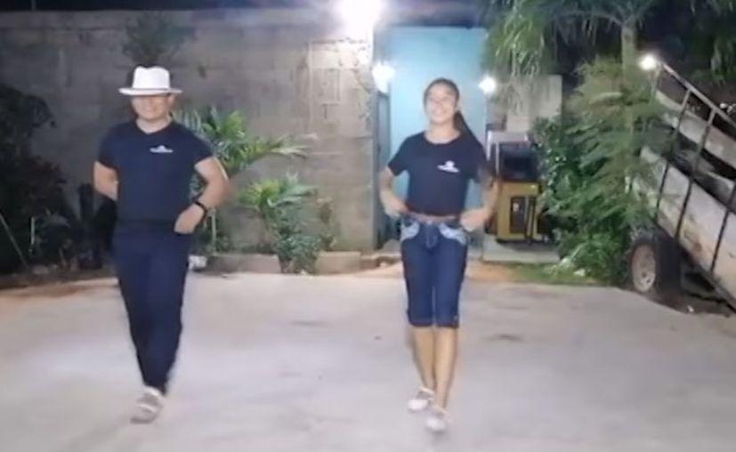 Ya son varios videos que el Grupo Jaranero Flores de Mayab publica en su cuenta de Facebook. (Novedades Yucatán)