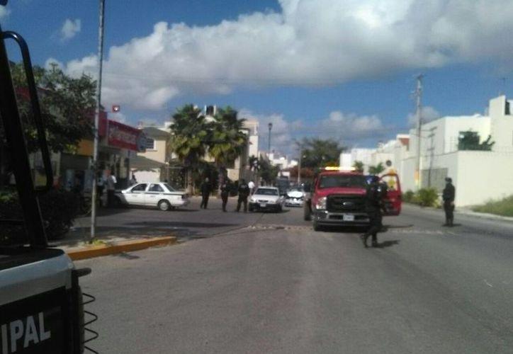 Autoridades policíacas continúan dando rondines para dar con los sospechosos. ( Rubén  Darío/SIPSE)