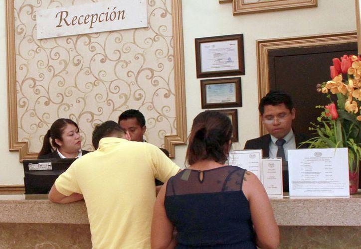 En las pruebas participan los trabajadores de los hoteles. (Milenio Novedades)
