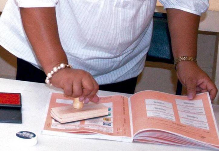 El ciudadano, a través del voto, le otorga al candidato y al partido por el que sufragó su venia o traslada la parte proporcional de su soberanía popular para que actúe en el Congreso del Estado o de la Unión. (SIPSE)