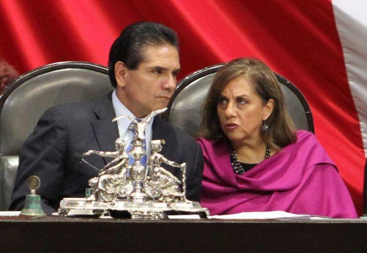 Silvano Aureoles considera que es momento de revisar a fondo las funciones de los estados y municipios. (Archivo/Notimex)