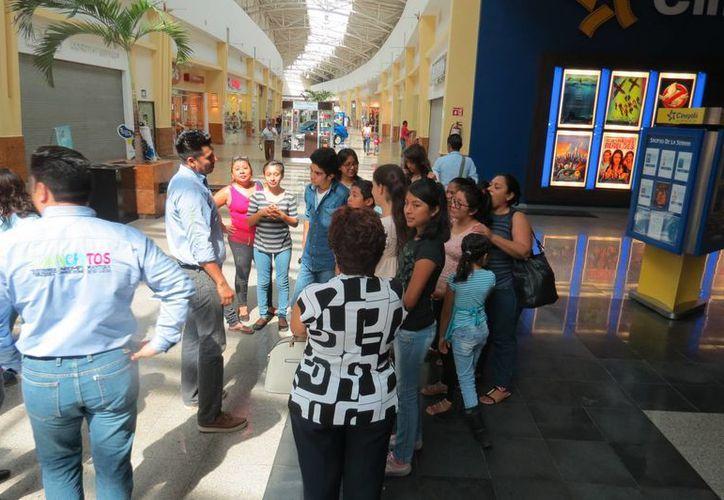 """""""Peso a peso quitamos un gran peso"""", es un programa de asistencia que inició hace tres años. (Carlos Horta/SIPSE)"""