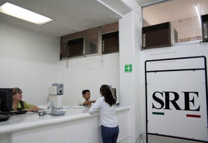 La SRE informó que los nuevos documentos para tramitar pasaportes comenzarán a requerirse a partir del 3 de agosto y emitió diferentes ligas electrónicas para conseguir información. (Archivo Milenio Novedades)