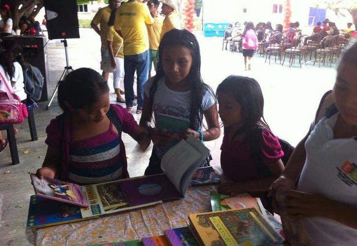 """La iniciativa """"Libros Libres"""" realiza intercambio de ejemplares como medida para incentivar la lectura. (Octavio Martínez/SIPSE)"""