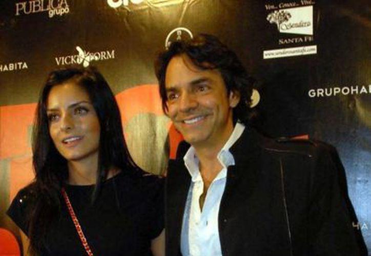 El comediante dice estar dispuesto a renovar el humor del mexicano. En la imagen, con su hija Aislyn. (Archivo/Notimex)