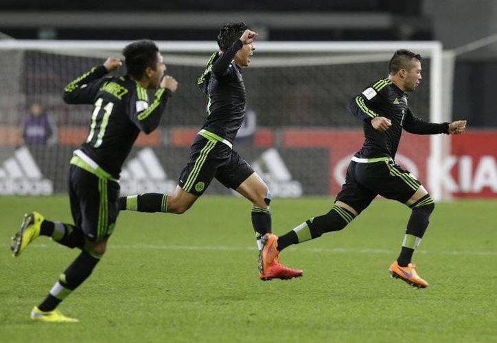 Kevin Gutiérrez, jugador del Querétaro se despachó con una soberbia anotación, la cual llegó tras un magistral cobro de tiro libre (AP)