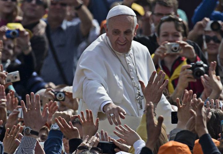 El Papa Francisco dijo que los cristianos no pueden sentirse tranquilos sólo con haber recibido los sacramentos o tener sus papeles católicos en regla. (Agencias)