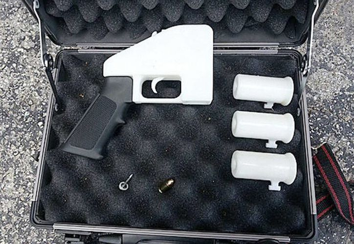 Fotografía que muestra la primera pistola de fabricación casera en impresora 3D. (EFE)