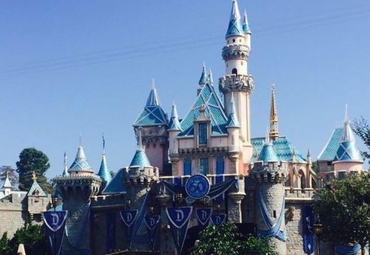 Jeff Reitz marcó el hito, utilizando su pase anual de Disneyland Resort. (Milenio)