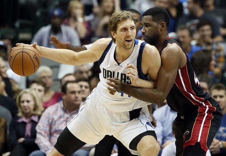 Nowitzki ayudó a su equipo a remontar una desventaja de 24 puntos. (Foto: AP)