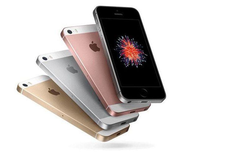 Tener activada todo el día la antena de Wi-Fi de tu iPhone consume batería, por ello es importante que al salir de casa o cuando no se vaya a utilizar, se desactive esta opción. (Apple.com)