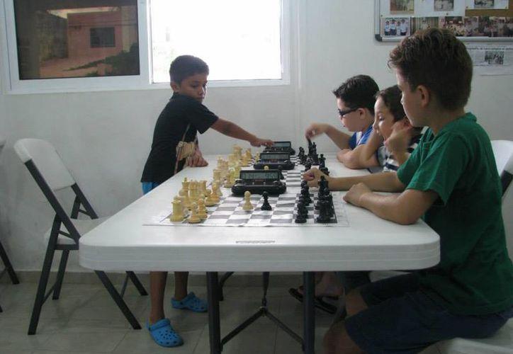 Paul Rosales, destacado ajedrecista de la categoría sub-8, competirá en el torneo Carlos Torre Repetto. (Cortesía)