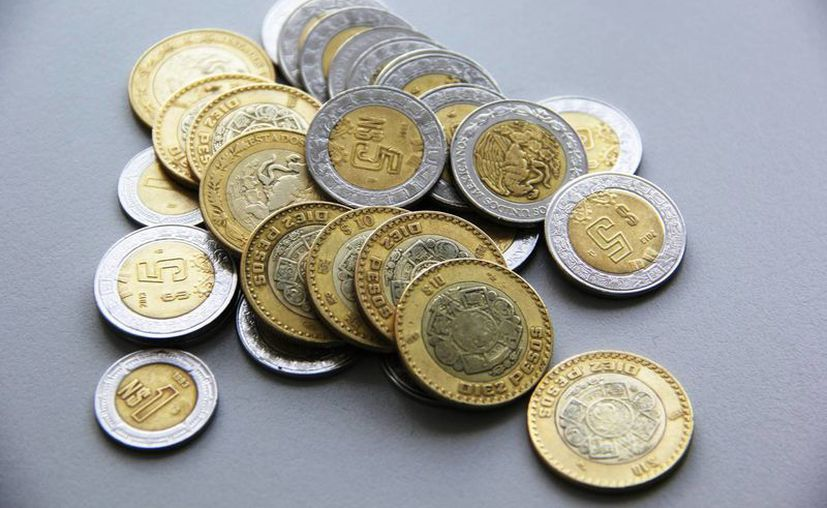 El peso mexicano registró sus niveles más bajos frente al dólar debido a la volatilidad de los mercados cambiarios. (Archivo/Notimex)