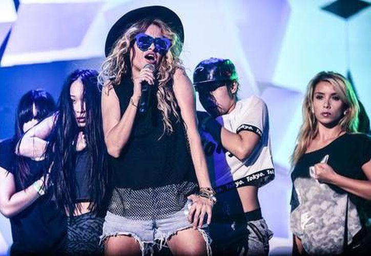El nuevo disco de Paulina Rubio, el cual será lanzado en 2017, incluirá un dueto con la cantante estadounidense Selena Gomez.(Notimex)