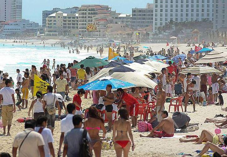 La ocupación hotelera en destinos como Cancún y la Riviera Maya oscilará entre el 90 y 100 por ciento durante la temporada alta invernal. (Foto/Internet)