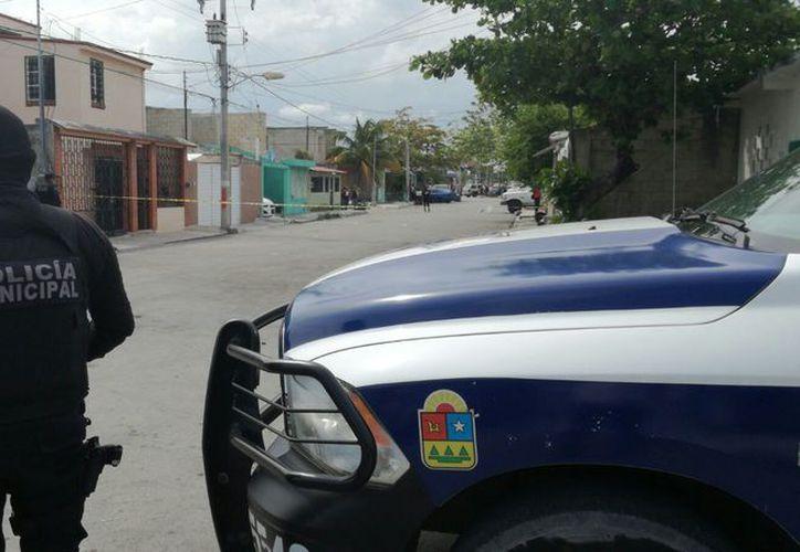 Una persona perdió la vida a manos de un sicario, quien ingresó a su vivienda, en la Región 103, y le disparó. (Eric Galindo/SIPSE)