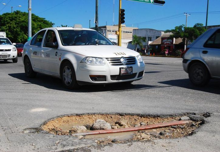Se evaluará la condición en la que se encuentran las avenidas principales, para determinar si es necesario un bacheo o el cambio de la carpeta asfáltica. (Tomás Álvarez/SIPSE)