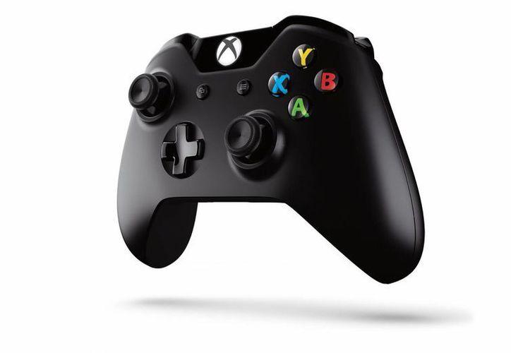 Este es el nuevo control del Xbox One, que fue creado 'desde cero'. (EFE/Microsoft)