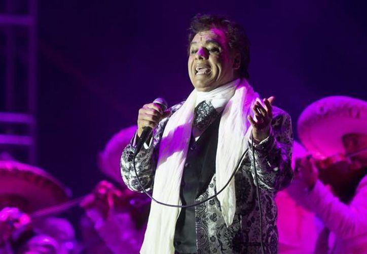 Juan Gabriel es uno de los cantautores más laureados en la historia musical de América. A lo largo de suS 45 años de carrera ha recibido numerosos reconocimientos y decenas de Discos de Oro y Platino en el mundo. (Imágenes de Notimex)