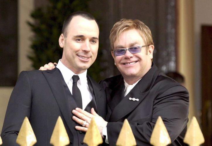 La pareja hizo oficial su matrimonio tras nueve años de unión civil. (EFE/Archivo)