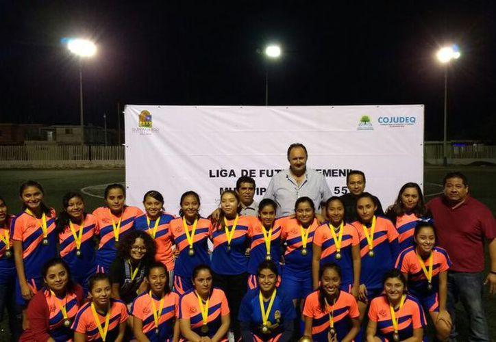 Las integrantes de Belice FC demostraron la calidad que las llevó a esta gran final del balompié para féminas. (Miguel Maldonado/SIPSE)