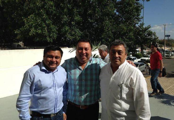 Freddy Ruz (i), alcalde de Umán, mostró su beneplácito porque el municipio volverá a contar con el fondo de fortalecimiento para la seguridad pública. (Milenio Novedades)