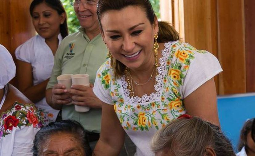 Sara Blancarte invitó a seguir la transmisión y usar los hashtag #AquíTodosSumamos y  #YucatánOrgullodeTodos. (facebook.com/dif.yucatan)