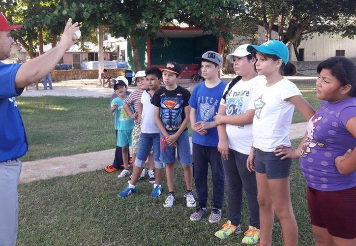 Participan poco más de 60 niños, de edades entre los 5 y 12 años de edad. (Ángel Villegas/SIPSE)