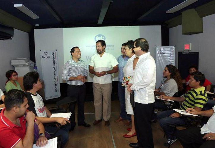 La Oficina Móvil de Nafinsa recorre el país brindando capacitación a personas que quieran empezar su propio negocio. (Milenio Novedades)