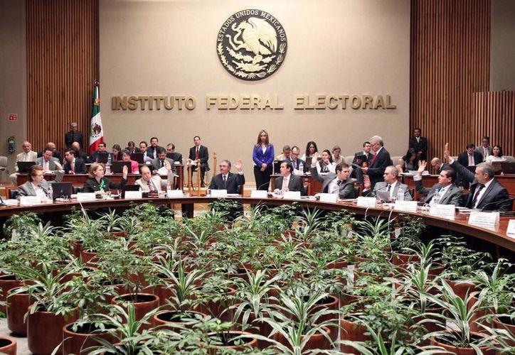 Sesión Extraordinaria del Consejo General del IFE para analizar convenios. (Notimex)