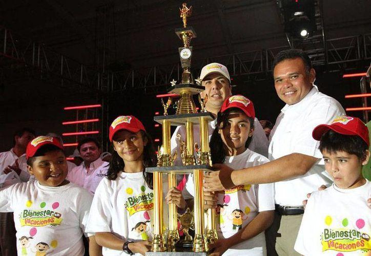 El gobernador Rolando Zapata Bello clausuró ayer el programa Bienestar en Vacaciones. (yucatan.gob.mx)